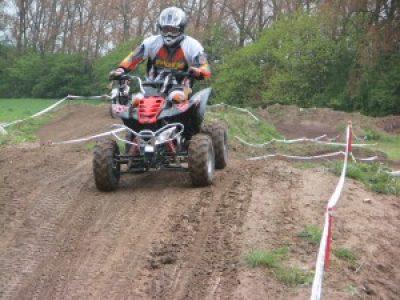Motocross mit E-Quad